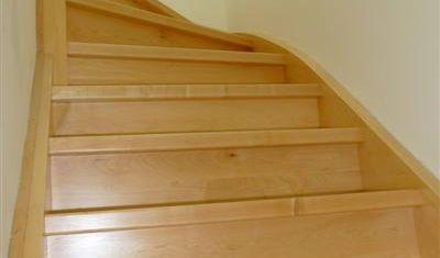 Volledig dichte trap voorzien van stootborden