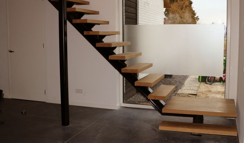 Moderne uitstraling door een combinatie van metaal en hout