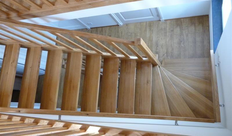 Een complete eiken trap geheel op maat en naar wens gemaakt.